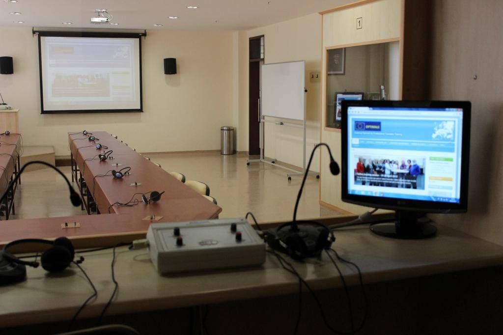 Üniversite Simultane Sözlü Çeviri Laboratuvarı