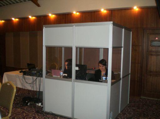 Simultane Tercüme, Çeviri Kabini, Simultane Çeviri Ekipmanları